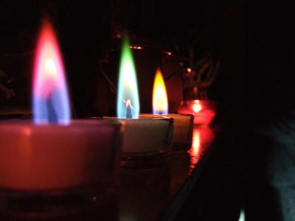 Бізнес ідея: Виготовлення свічок з різнобарвним полум'ям