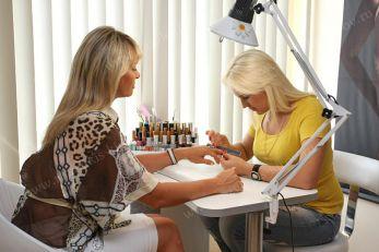 Бізнес ідея: Як відкрити сервіс з нарощування нігтів