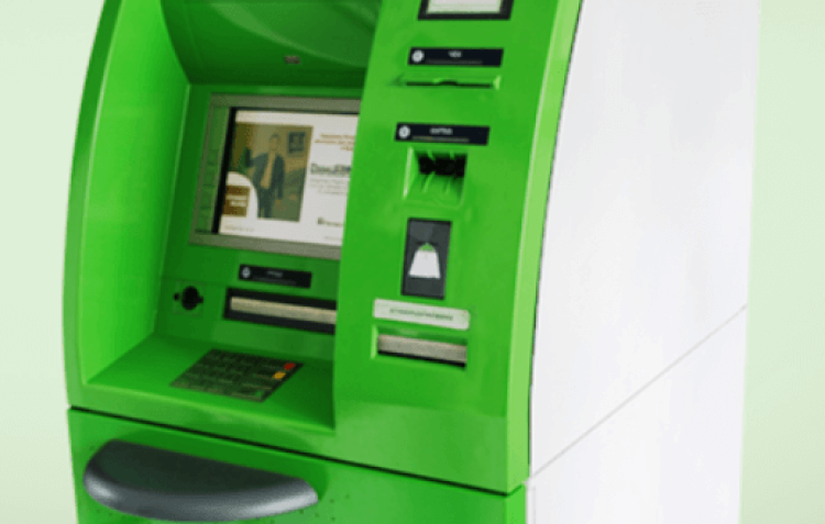 Отримання грошей у банкоматі ПриватБанку без карти