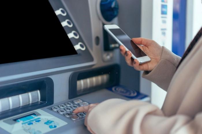 Як поповнити банківську карту VISA, MasterCard?