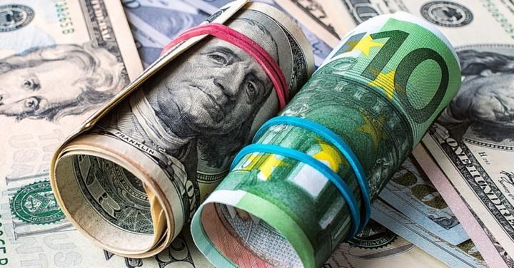 Де краще зберігати гроші в Україні?