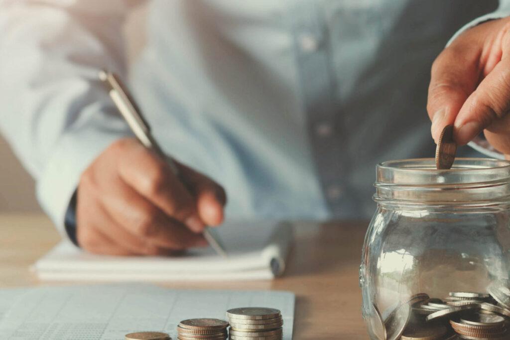 Як почати накопичувати гроші?